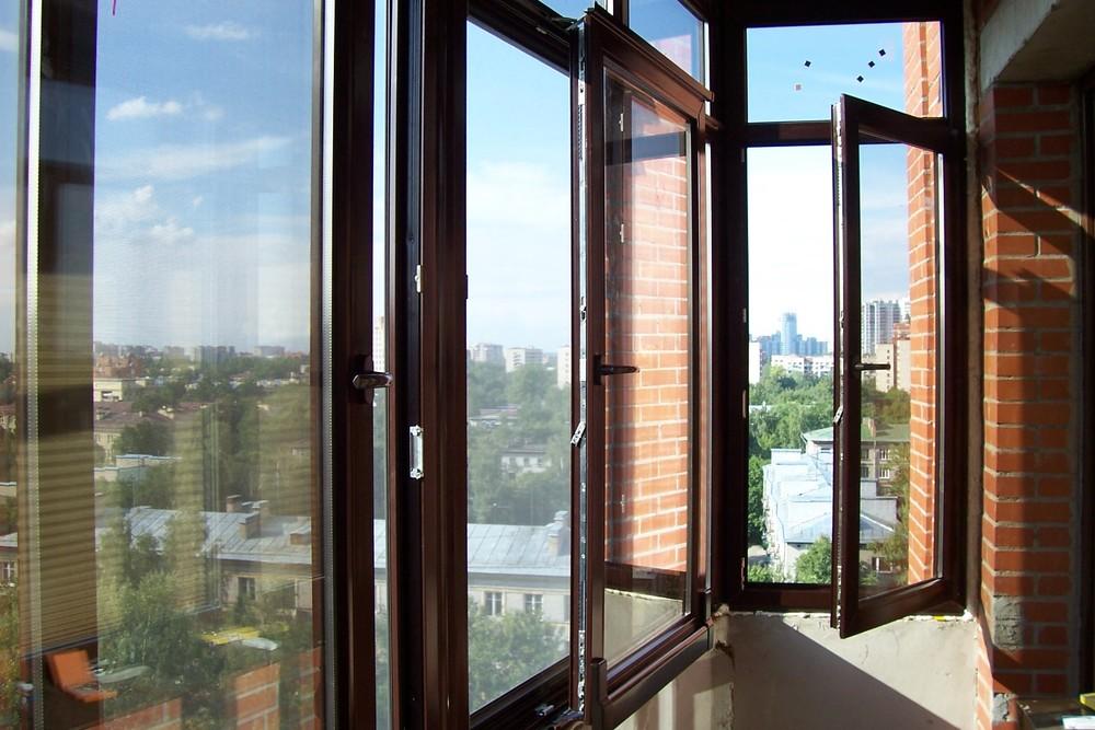 Ламинированный П-образный балкон
